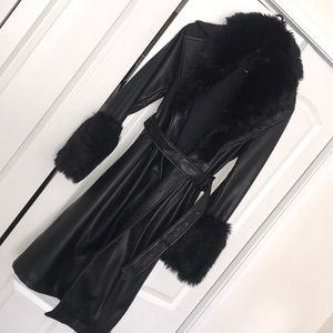 Black trench with fur leather